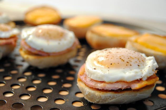Peameal bacon sliders