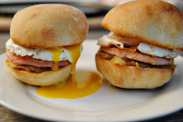 Peameal bacon breakfast sliders