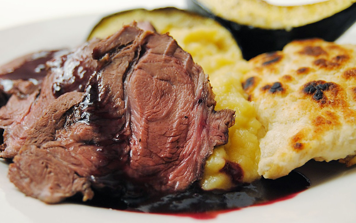 Roast elk with blueberry sauce